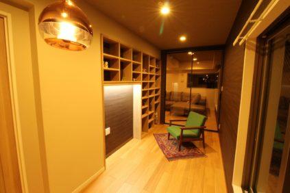 造作の棚を作ったおしゃれな書斎