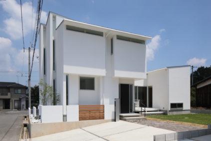 真っ白な注文住宅の外観